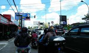 Arus lalu lintas di simpang Tempel terpantau macet, Minggu (24/12/17). (Perdani Fitryana Tegar Marhaendro/Harian Jogja).