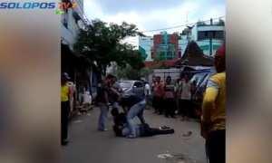 Polisi melumpuhkan perampok nasabah bank Malang yang lari ke Solo, Kamis (11/1/2017). (SoloposTV)