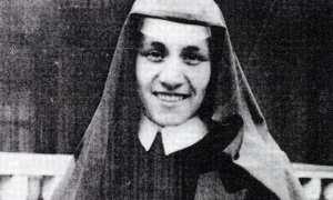 Anjezë Gonxhe Bojaxhiu atau Suster Teresa, 1929. (Catholicireland.net)