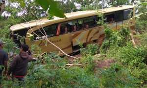 Bus Limbersa asal Palembang yang masuk ke jurang di Dusun Lanteng, Desa Selopamioro, Kecamatan Imogiri, Selasa (2/1/2018). (Rheisnayu Cyntara/JIBI/Harian Jogja)