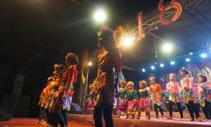 Penampilan tari-tarian dalam acara yang diselenggarakan Dinas Pariwisata DIY, bekerja sama dengan dusun Krebet, di amfiteater, Krebet, Sendangsari, Pajangan, Minggu (31/12/2017). (Harian Jogja/Herlambang Jati Kusumo)