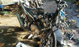 Kondisi sepeda motor yang terlibat kecelakaan Senin (1/1/2018) dini hari. (Facebook/Abraham Lecoon)