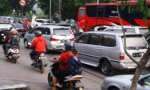 Kepadatan arus lalu lintas di seputaran Terminal Mangkang, Kota Semarang, Jateng. (google.com/maps-Bardi Yanto).jpg
