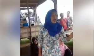 Nenek-nenek menyanyi lagu India dengan lancar dan merdu (Facebook)