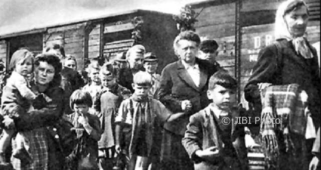 Orang-orang Jerman yang dievakuasi dari Prusia Timur, 1945. (Wikimedia.org)