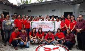 Hotel Santika Premiere Jogja berbagi kasih merayakan Natal di Panti Rehabilitasi Gangguan Kejiwaan Efata di Jalan Kaliurang. (IST/Dok Santika Premiere Jogja)