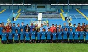 Para pemain, pelatih, dan staf PSIS Semarang berfoto sebelum menjajal lapangan di Stadion Kanjuruhan, Kabupaten Malang, Jatim, Rabu (24/1/2018) pagi. (Instagram-@psisfcofficial)
