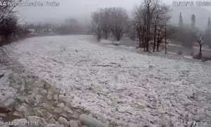 Permukaan sungai Ausable setelah es beku hancur lebur (Twitter)