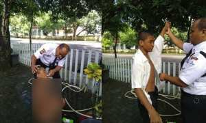 Petugas satpam memandikan pria keterbelakangan mental (Facebook)
