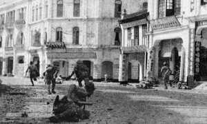 Tentara Jepang yang menyerbu wilayah Kuala Lumpur, 1942. (Wikimedia.org)