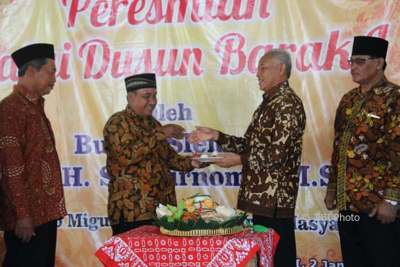 Bupati Sleman Sri Purnomo usai meresmikan Balai Dusun Barak I Margoluwih, Seyegan, Selasa (2/1/2018). (Harian Jogja/Abdul Hamid Razak)