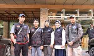 Kapuk (paling kiri), perawat dari Rumah Sakit (RS) PKU Muhammadiyah Solo yang tengah ikut misi kemanusiaan di Bangladesh. (Istimewa/ dr Corona Rintawan)