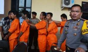 Lima anggota komplotan bajing loncat lintas daerah hasil tangkapan Polres Batang dipertemukan dengan wartawan di Mapolres Batang, Minggu (31/12/2017). (JIBI/Solopos/Antara/Kutnadi)