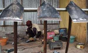 Perajin memproduksi cangkul di salah satu rumah industri di Ambarawa, Kabupaten Semarang, Jateng, Rabu (10/1/2018). (JIBI/Solopos/Antara/Aditya Pradana Putra)