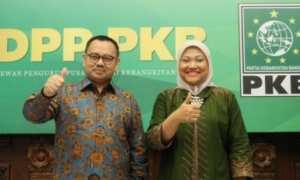Calon gubernur Sudirman Said dan calon wakil gubernur Ida Fauziah mengacungkan jempol saat deklarasi di Kantor DPP Partai Kebangkitan Bangsa (PKB), Jakarta, Selasa (9/1/2018). (JIBI/Solopos/Antara/Reno Esnir)