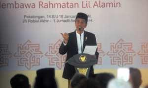 Presiden Joko Widodo memberikan sambutan saat menghadiri Muktamar Ke-12 Jam'iyyah Ahlit Thariqah Al Mu'tabarah An Nahdliyyah (Jatman) di Kabupaten Pekalongan, Jateng, Senin (15/1/2018). (JIBI/Solopos/Antara/Harviyan Perdana Putra)