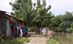 Aktivitas warga di permukiman bantaran Kali Anyar, Gondang, Manahan, Banjarsari, Solo, Senin (15/1/2018). (Nicolous Irawan/JIBI/Solopos)