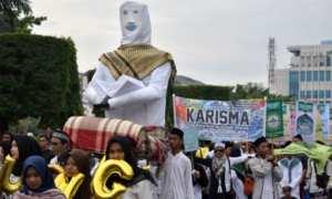 Sejumlah warga mengarak replika orang mengaji dalam Kirab Kauman Kampung Quran di kawasan Simpang Lima, Kota Semarang, Jateng, Minggu (7/1/2018). (JIBI/Solopos/Antara/Aditya Pradana Putra)