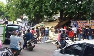 Suasana lokasi kecelakaan di Jl. Abdul Rahman Saleh, Kelurahan Manyaran, Kecamatan Semarang Barat, Kota Semarang, Jateng, Rabu (10/1/2018). (Facebook.com-Tri Sugiarto)