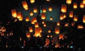Lampion mewarnai langit Candi Borobudur saat malam pergantian tahun, Senin (1/1/2018). (JIBI/Solopos/Antara/Anis Efizudin)