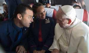 Paus Fransiskus nikahkan pasangan pramugari dan pramugara di pesawat. (JIBI/Reuters)