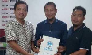 CEO PSIS Semarang Yoyok Sukawi (kiri) dan M. Ridwan (tengah). (Instagram-@psisfcofficial)