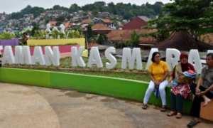 Warga beraktivitas di Taman Kasmaran yang baru saja dibangun pemerintah setempat di Barusari, Kota Semarang, Jateng, Minggu (7/1/2018). (JIBI/Solopos/Antara/Aditya Pradana Putra)