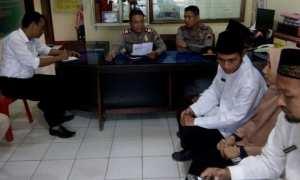 Mediasi antara SMK Bina Utama Kendal dan SMK Bhineka Patebon di Mapolsek Patebon, Kabupaten Kendal, Jawa Tengah (Jateng), Sabtu (6/1/2018). (Tribratanews.jateng.polri.go.id)