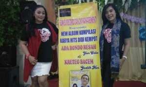 Penyanyi campursari Solo Yan Velia (kiri) dan Yudhit Nur (kanan) seusai rilis album kompilasi Hits Didi Kempot di salah satu rumah makan di Solo, Kamis (4/1/2018). (Istimewa)