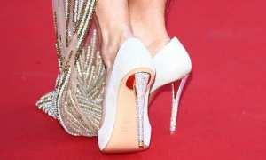 Ilustrasi menggunakan sepatu terlalu besar (inspiringwomen.co.za)