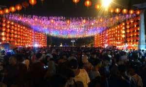 Suasana menjelang malam perayaan Tahun Baru Imlek 2569 di kawasan Pasar Gede, Solo, Kamis (15/2/2018) malam. (M Ferri Setiawan/JIBI/Solopos)