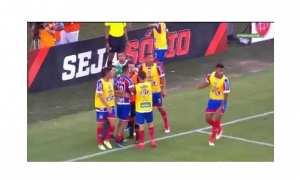 Momen-momen kerusuhan saat pertandingan Vitoria vs Bahia (Youtube)