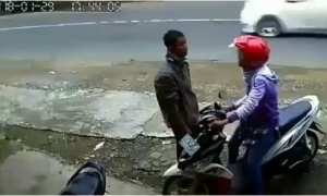 Muda-mudi bertengkar terekam kamera CCTV (Twitter)