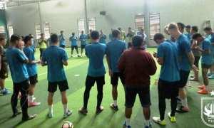 Para pemain PSIS Semarang melakukan latihan fisik di lapangan futsal di Jl. Pamularsih Raya, Semarang Barat, Kota Semarang, Jawa Tengah (Jateng), Senin (19/2/2018) sore. (Instagram-@psisfcofficial)