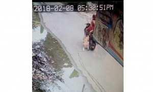Potongan rekaman CCTV ibu seret anaknya (Instagram)