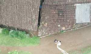 Swafoto menggunakan tongsis dari bambu sepanjang 20 meter (Facebook)