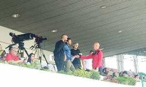 Pelatih Timnas Indonesia (dua dari kiri) terlihat di tribun VVIP menyaksikan pertandingan perempat final Piala Presiden 2018 antara Persebaya Surabaya vs PSMS Medan, di Stadion Manahan Solo, Sabtu (3/2/2018). (Moh Khodiq Duhri/JIBI/SOLOPOS)