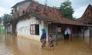 Ilustrasi banjir menggenangi rumah warga. (JIBI/Solopos/Antara/Yusuf Nugroho)