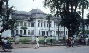 Kampus Fakultas Kedokteran Universitas Indonesia di Salemba 1960-an yang pada masa kolonial Belanda adalah tempat pendidikan School tot Opleiding van Indische Artsen (STOVIA). ( commons.wikimedia.org)