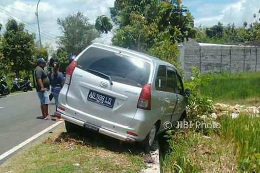 Kondisi mobil saat mengalami kecelakaan di Siyono Wetan Logandeng, Playen, Rabu (7/2/2018). (Foto istimewa)