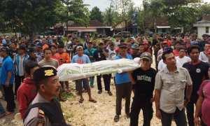Demo yang dilakukan oleh pemandu wisata Gua Pindul di depan Kantor BUMDes Bejiharjo di Desa Bejiharjo, Karangmojo, Kamis (1/2/2018). (David Kurniawan/JIBI/Harian Jogja)