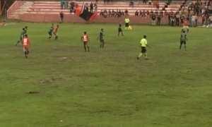 Pertandingan sepak bola antara Persibat Batang dan Persik Kendal di Stadion Moh Sarengat, Kabupaten Batang, Jateng, Kamis (15/2/2018) sore. (Facebook.com-Seputar Persik Kendal)