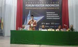 Rektor Undip Semarang, Prof. Yos Johan Utama, saat memberikan pidato pada acara Forum Rektor Indonesia (FRI) di Makassar, Kamis (15/2/2018). (JIBI/Semarangpos.com/Istimewa-Humas Undip)