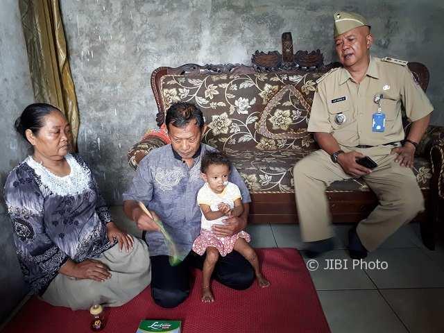Gea Annafi Kyla Putri, 3, bayi penderita kelainan saluran empedu. (Sri Sumi Handayani/JIBI/Solopos)