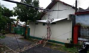 Tower pemancar antena RSPD Wonogiri roboh menimpa gedung pertemuan, Sabtu (17/3/2018) pada pukul 14.15 WIB. (Ichsan Kholif Rahman/JIBI/Solopos)