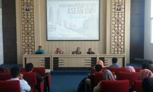 Sejumlah pemateri memberikan ulasan tentang ASEAN dalam kuliah umum dan peresmian Pusat Studi ASEAN UMY, Sabtu (10/3/2018). (Harian Jogja/Sunartono)