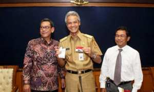 Foto dokumentasi Ganjar Pranowo kala Bank Rakyat Indonesia (BRI) meluncurkan Kartu Tani untuk provinsi Jateng, Februari 2015. (biroinfrasda.jatengprov.go.id)