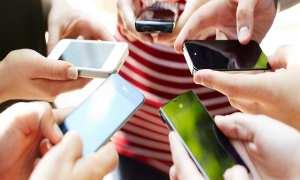 Ilustrasi pemakaian smartphone (Pictagram)