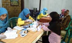 Warga Pentingsari, Umbulharjo mengikuti pemeriksaan gratis sebagai program CSR BCA, Kamis (8/3) (Ist/Dok. BCA)