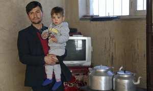 Sayed Assadullah Poya bersama anaknya, Donald TRump (Aljazeera)